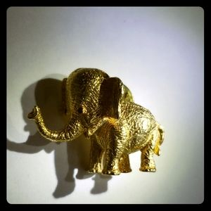 Cute goldtone baby elephant pin